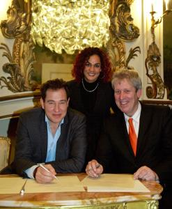 V.l.n.r.: Paul Zonneveld, Holland Promotions, Chimène van Oosterhout, Victor Kloos. Wethouder Economie. Gemeente Alkmaar. (Foto: Rob Verhagen).