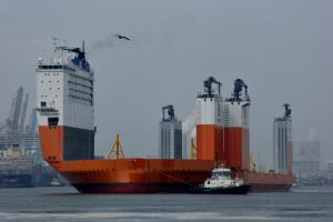 Dockwise Vanguard in Rotterdam